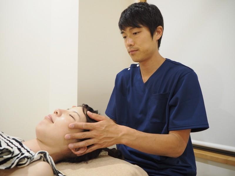 頭部の施術
